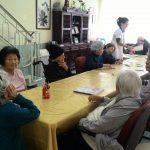 Atendimento em grupo com idosos com demências